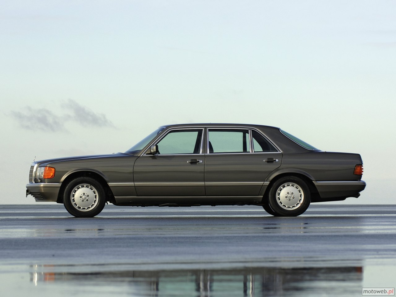 Mercedes Benz S W126 - specifications, description, photos.