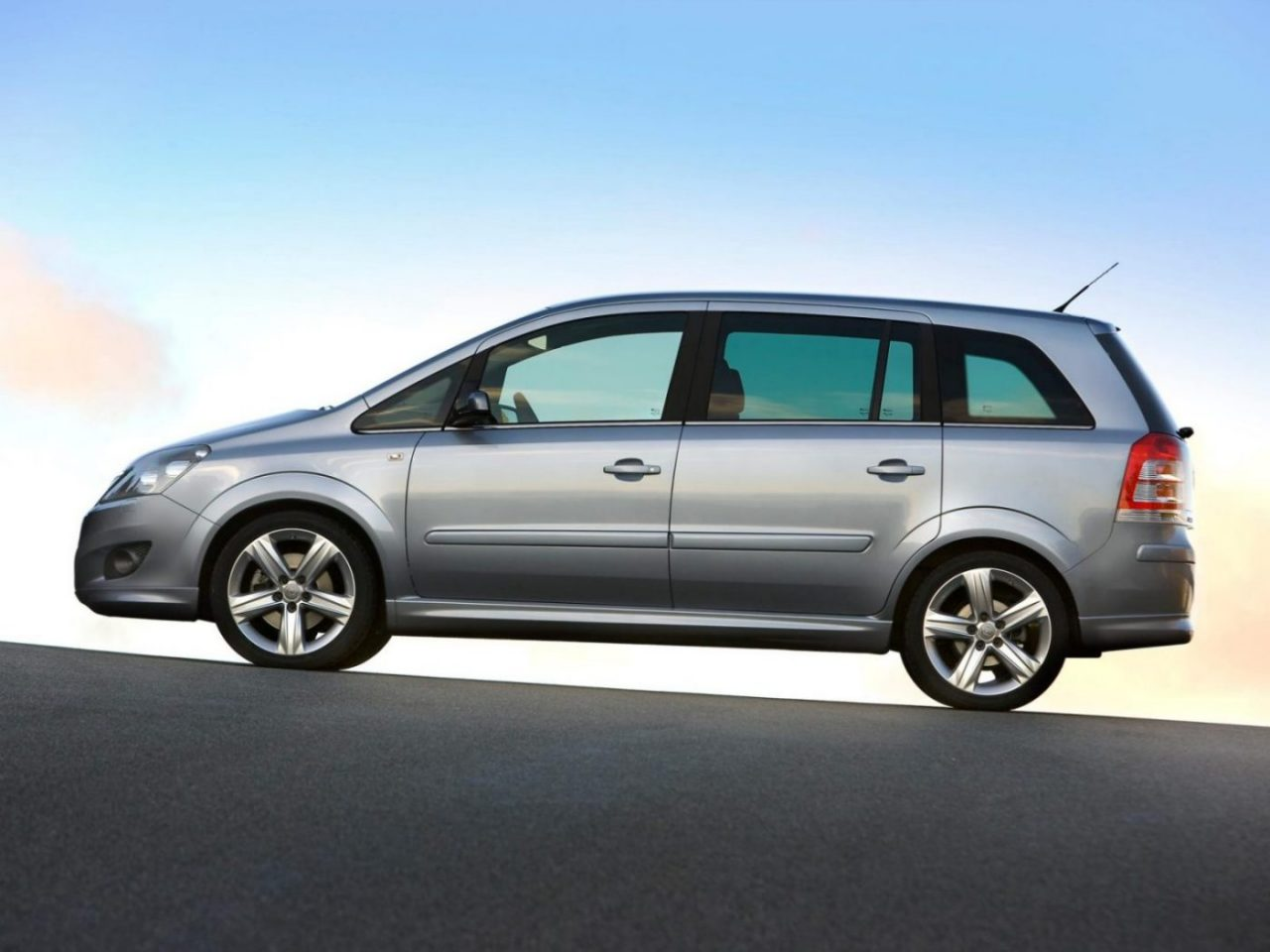 opel zafira 2005 specifications description photos. Black Bedroom Furniture Sets. Home Design Ideas
